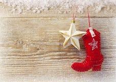 Fondo de la Navidad del vaquero con los juguetes en la textura de madera Fotografía de archivo
