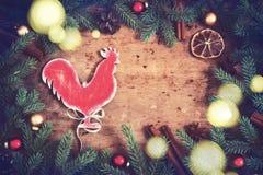 Fondo de la Navidad del vintage Símbolo del gallo del fuego del año S Foto de archivo libre de regalías