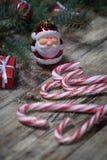 Fondo de la Navidad en los tableros de madera Fotos de archivo libres de regalías
