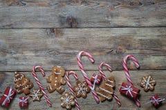 Fondo de la Navidad en los tableros de madera Imagenes de archivo