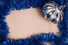 Fondo de la Navidad, juguete, abrigo de la hoja, Fotos de archivo libres de regalías