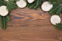 Fondo de la Navidad de madera o del Año Nuevo con un marco natural Imagen de archivo
