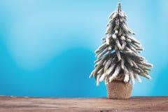 Fondo de la Navidad o del Año Nuevo con el árbol de pino del decorati de Navidad Imagen de archivo