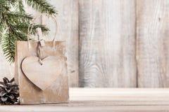 Fondo de la Navidad o del Año Nuevo con el bolso del regalo Foto de archivo