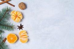 Fondo de la Navidad o del Año Nuevo con los mandarines Imagen de archivo libre de regalías