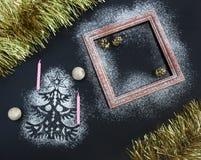 Fondo de la Navidad - silueta del árbol de abeto, velas finas, fra Foto de archivo libre de regalías