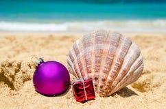 Fondo de la Navidad tropical de la playa y del Año Nuevo Fotos de archivo libres de regalías