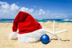 Fondo de la Navidad tropical de la playa y del Año Nuevo Foto de archivo libre de regalías