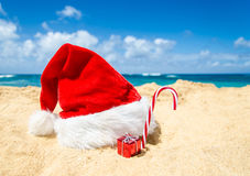 Fondo de la Navidad tropical de la playa y del Año Nuevo Foto de archivo