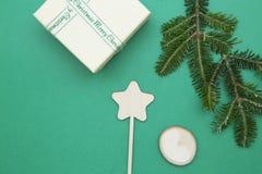 Fondo de la Navidad verde o del Año Nuevo con diseño minimalistic Fotos de archivo libres de regalías