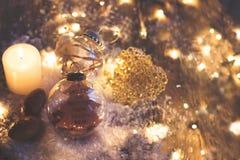 Fondo de la Navidad y del Año Nuevo - la bola de cristal con el ` de la cita una sonrisa es el ligh más bonito de la cosa que ust Imagenes de archivo