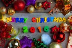 Fondo de la Navidad y del Año Nuevo con las decoraciones Foto de archivo