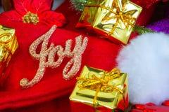 Fondo de la Navidad y del Año Nuevo con las decoraciones Fotografía de archivo libre de regalías