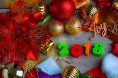 Fondo de la Navidad y del Año Nuevo con las decoraciones y el regalo Boxe Fotos de archivo libres de regalías