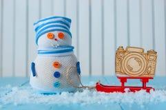 Fondo de la Navidad y del Año Nuevo, muñeco de nieve con Fotografía de archivo
