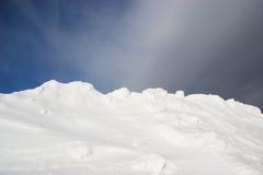 Fondo de la nieve y del cielo Foto de archivo