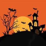 Fondo de la noche de Halloween con el castillo fantasmagórico, luna, árbol stock de ilustración
