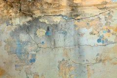 Fondo de la pared amarilla vieja con las grietas y la pintura azul Imagenes de archivo