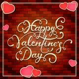 Fondo de la pared de ladrillo con poner letras y corazones de las tarjetas del día de San Valentín Imagen de archivo