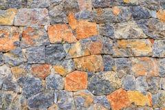 Fondo de la pared de piedra, cierre encima del color mezclado de la pared de piedra Foto de archivo