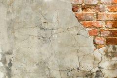 Fondo de la pared de ladrillo vieja del vintage con hormigón, textura resistida del fondo concreto atormentado de la pared de lad Foto de archivo libre de regalías
