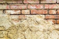 Fondo de la pared de ladrillo vieja del vintage con hormigón, textura resistida del fondo concreto atormentado de la pared de lad Fotografía de archivo