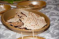 Fondo de la pascua judía con la placa y el matzo Fotografía de archivo