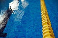 Fondo de la piscina del contraste imagen de archivo libre de regalías