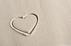 Fondo de la playa con los corazones Foto de archivo