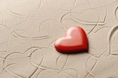 Fondo de la playa con los corazones Imagen de archivo libre de regalías