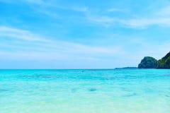 Fondo de la playa del verano de las vacaciones Imagen de archivo