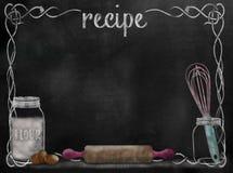Fondo de la receta de la pizarra con los artículos de la hornada Imagenes de archivo
