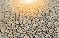 Fondo de la suciedad agrietada seca del suelo fotografía de archivo
