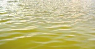 Fondo de la superficie móvil del agua Imagenes de archivo