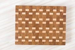 Fondo de la tabla de cortar de la cocina hecha del pedazo m?ltiple de bamb? imágenes de archivo libres de regalías
