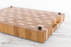 Fondo de la tabla de cortar de la cocina hecha del pedazo m?ltiple de bamb? fotografía de archivo libre de regalías