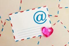 Fondo de la tarjeta del día de San Valentín del papel del email del correo aéreo Fotografía de archivo libre de regalías