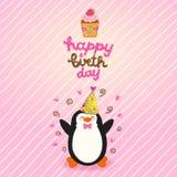 Fondo de la tarjeta del feliz cumpleaños con el pingüino lindo. Imágenes de archivo libres de regalías