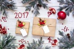 Fondo de la tarjeta del ` s del Año Nuevo de los regalos Fotos de archivo libres de regalías