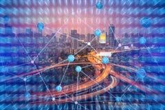 Fondo de la tecnología para la ciudad elegante con Internet de la tecnología de las cosas Foto de archivo libre de regalías