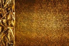 Fondo de la tela del oro, frontera de oro de la textura de las chispas del paño Foto de archivo