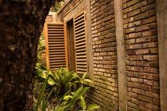 Fondo de la textura de la pared de ladrillo en paisaje muy misterioso Imagen de archivo libre de regalías
