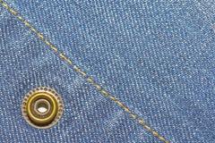 Fondo de la textura de los tejanos y botón y costura Imágenes de archivo libres de regalías