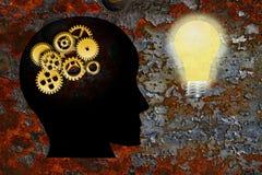 Fondo de la textura del Grunge de la bombilla de la cabeza humana de los engranajes del oro Foto de archivo libre de regalías