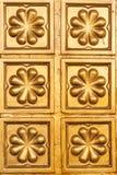 Fondo de la textura del oro amarillo en la pared Foto de archivo