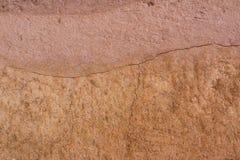 Fondo de la textura del suelo de Brown áspero la tierra Fotos de archivo