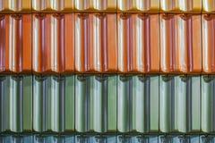 Fondo de la textura de las tejas de tejado coloridas Primer del fondo coloreado de las tejas de tejado de la arcilla Fotos de archivo