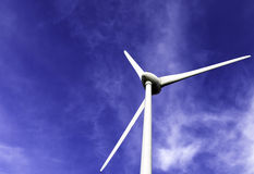 Fondo de la turbina de viento Fotos de archivo libres de regalías