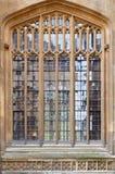 Fondo de la ventana de la Universidad de Oxford imágenes de archivo libres de regalías