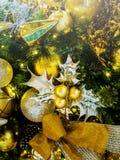 Fondo de la vertical de la decoración del Año Nuevo de la Navidad Fotografía de archivo libre de regalías